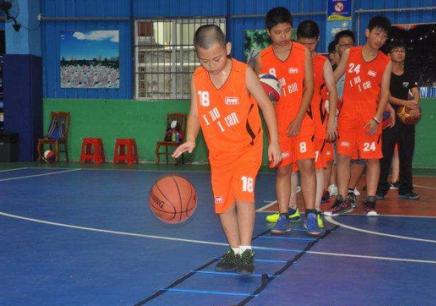 上海篮球班培训班 篮球训练营怎么训练