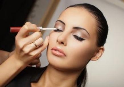 南昌哪里有化妆师认证速成培训中心