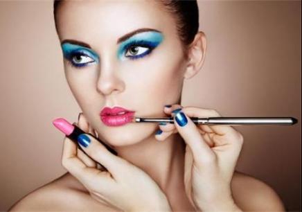 沈阳半永久化妆培训哪里好,沈阳统丽美容美发化妆学校,沈阳学化妆造型