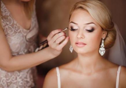沈阳化妆培训学校,沈阳学新娘化妆多少钱,沈阳哪里有高端新娘化妆培训