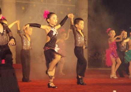 小孩5岁开始学习拉丁舞比较合适