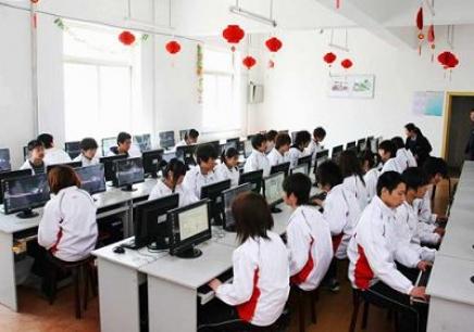 文化课,美术基础 (三大构成),计算机应用基础,计算机组装与维护