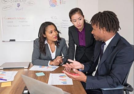 如何进行企业预算管理中的成本决策?