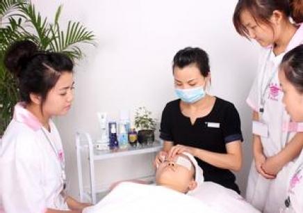 国际美容师学习班