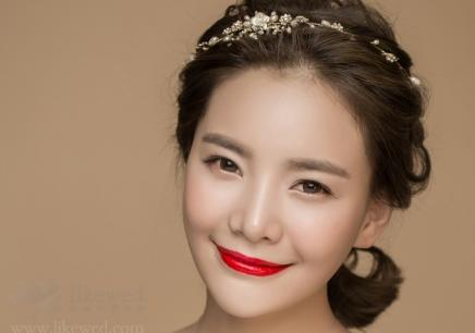 高贵新娘化妆造型:高贵新娘妆面造型要求及演示