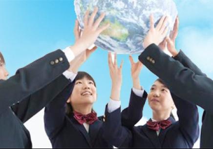 """高中直通车项目""""为优秀的初中毕业生提供通往国外留学"""