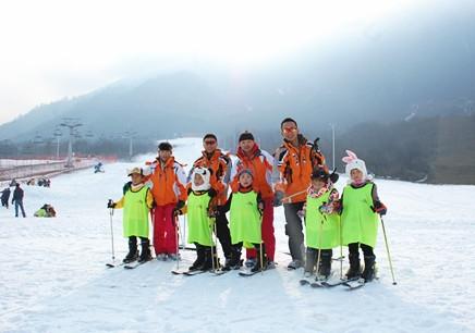 """大连冬令营""""林海雪原""""单板滑雪"""