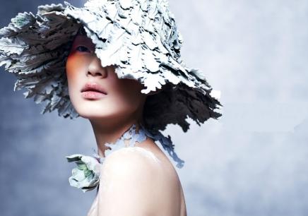 著名模特彩妆素描图