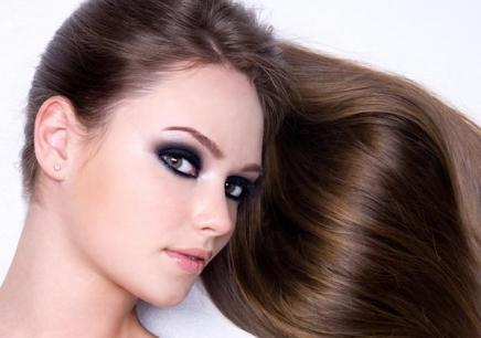 美发模特拍照姿势