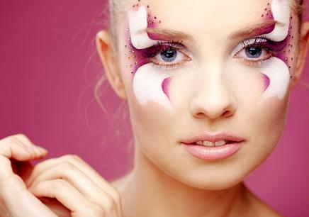 天津化妆师全项精修班一般的学费是多少