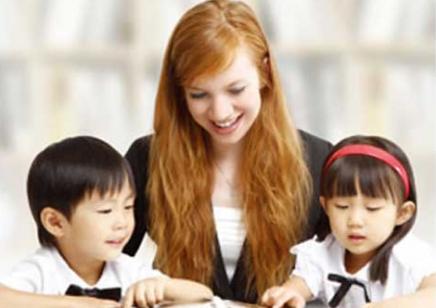深圳学中小学英语周末班_联展培训小学生桌牌图片