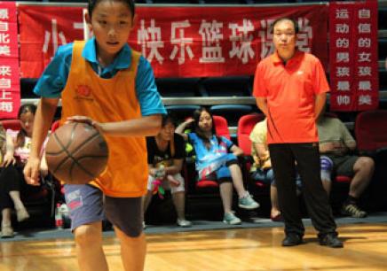 武漢學籃球