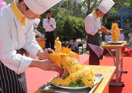 保定烹饪中专学校 学厨师到科技中专学校 保定厨师学校
