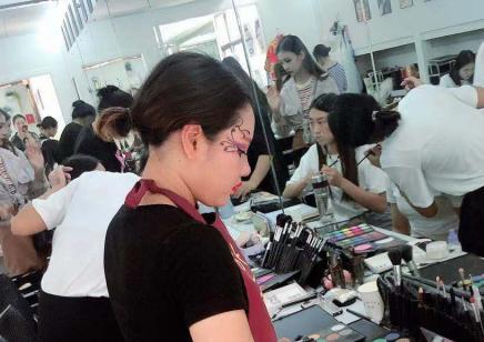 昆明化妝造型培訓中心哪家好 昆明化妝培訓機構哪家好
