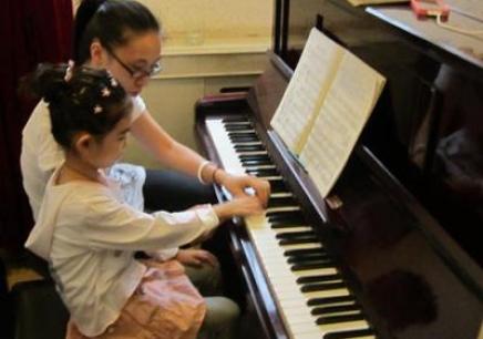 沈阳少儿钢琴学习班,沈阳哪里有少儿钢琴辅导班,沈阳少儿学钢琴费用是多少