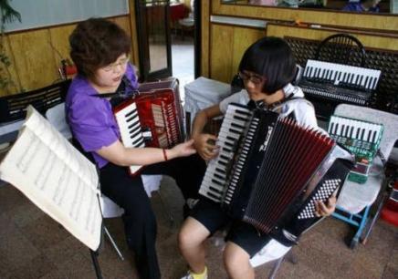 沈阳少儿手风琴培训,沈阳手风琴学习费用,沈阳哪里可以学手风琴