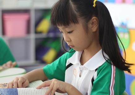 中黄外国语小学课程体系