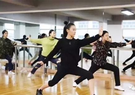 南昌演员表演亚博体育免费下载