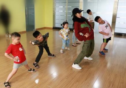 少儿街舞暑假集训班