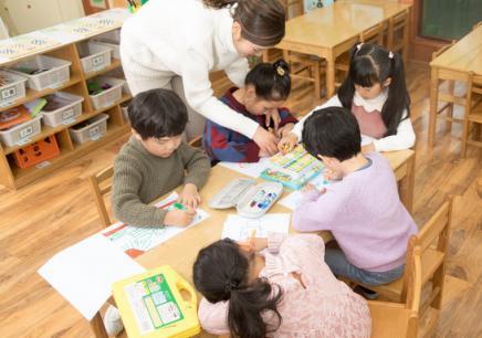 2.5—4岁小小涂鸦课程