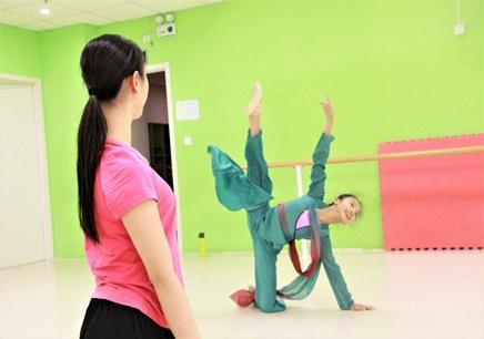 舞蹈私教课培训哪家好