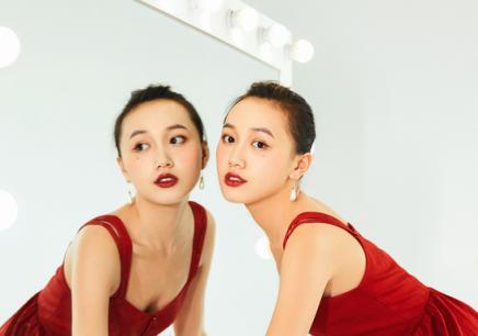 国际都市丽人化妆班