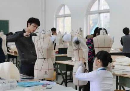 课程介绍 深圳服装培训学校哪个好,深圳衣服设计培训,服装设计师是