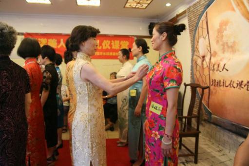 杭州哪里有老年人旗袍礼仪讲座