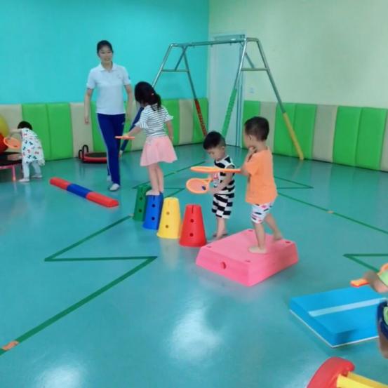 由专家测查诊断儿童感觉统合程度,制定针对性的感统训练方案.