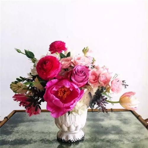 单枝进口玫瑰包装设计      时尚组群式花束设计      韩式花束