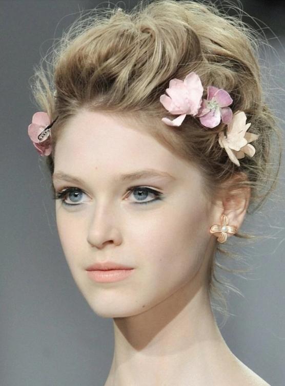鲜花造型解析;   创意造型解析;   短发新娘造型解析;   头纱造型图片