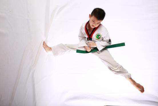 翔翎艺术学校跆拳道学员展示