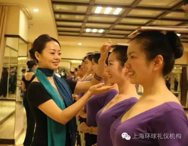 上海《a故事故事仪态培训师》双认证班报名中形体大班优秀说课稿图片