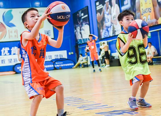 朝阳儿童学篮球