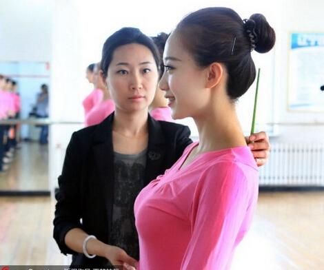 武汉形体礼仪气质培训班 当代风尚个人形体训练